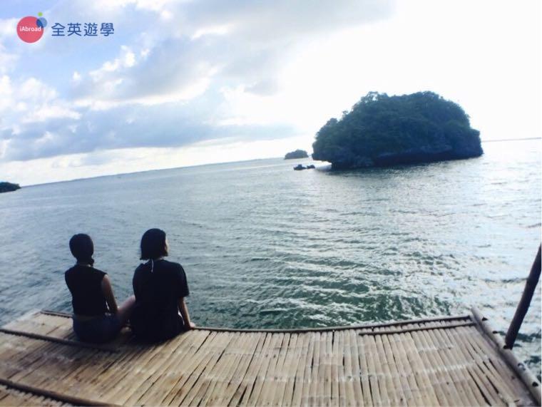 ▲ 坐在海邊看風景,裝一下文青
