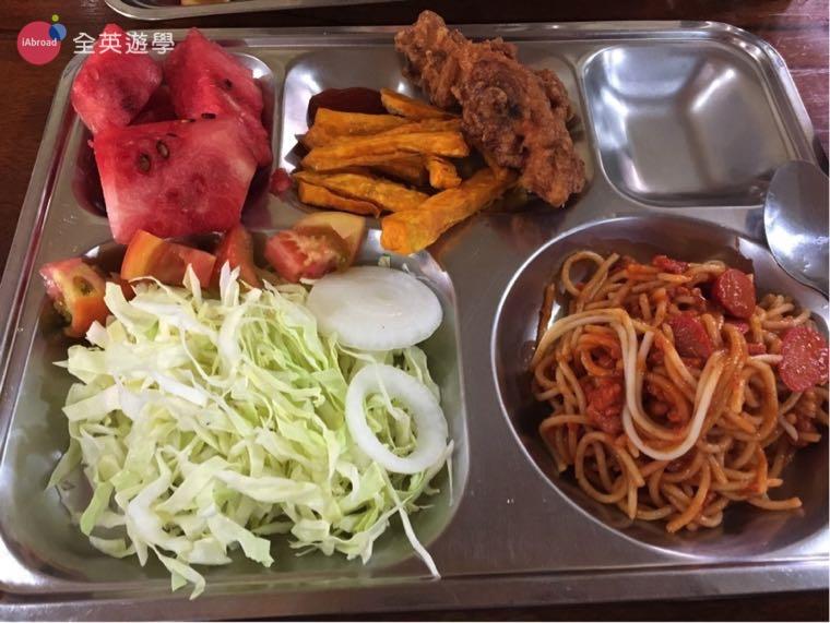 ▲ 每餐一定會有水果,今天是西瓜