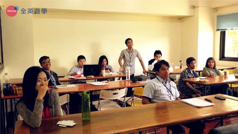 ▲ 每週五地獄報告日,你的老師和同學就像你的面試官,人人都可以對你發問,其實過程蠻刺激的