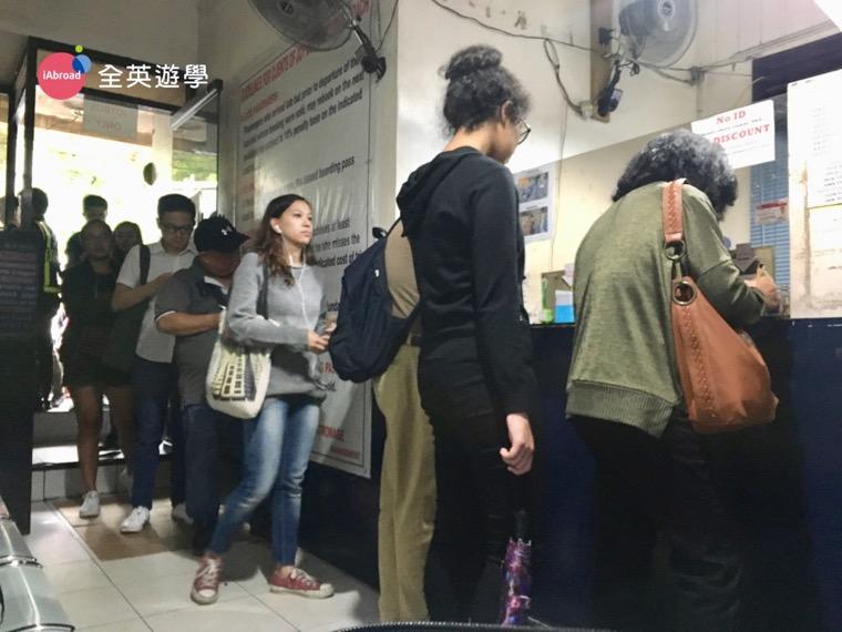 ▲「 Joy Bus 碧瑤-馬尼拉」直達巴士的購票處就在SM 百貨公司附近。