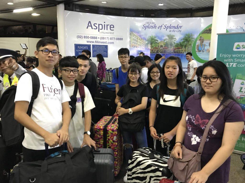 ▲ 我在機場遇到一群迷路的台灣學生,一問才知道也是跟我一樣要去克拉克CIP,但他們的代辦跟他們說的接機集合地點是錯的,所以,他們一群人就在機場裡迷路了,還好後來我有遇到他們,才帶他們一起去找接機的老師