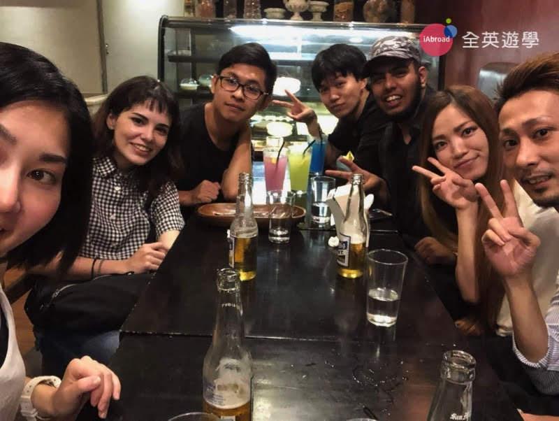 ▲ 週末的時候,我們常會約CIP的老師一起出去玩或去吃飯。這張照片是我們和 Jessie 老師、日本、阿拉伯同學一起出去的時候拍的